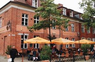 Un restaurante con sus terrazas