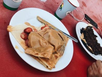 Crepes de: dulce de leche y frutillas; Oreo + chocolate
