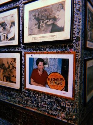 Joaquín Sabina inmortalizado en una fotografía en su visita a La Bodeguita